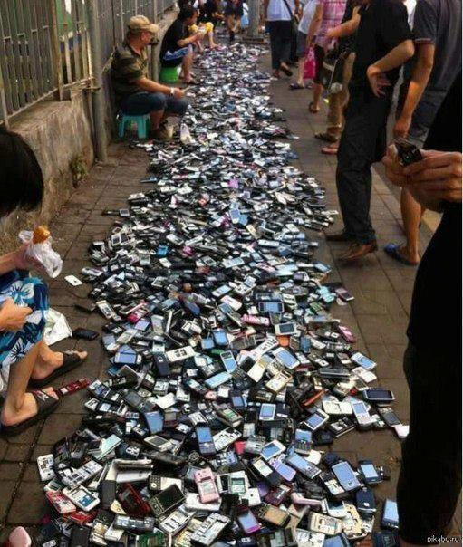 smartphones in china Beijing: customs officers in southern china's technology hub shenzhen busted a group of criminals using drones to smuggle 500mil yuan (rm30787mil) worth of smartphones from hong kong to shenzhen, the official legal daily reported on friday.